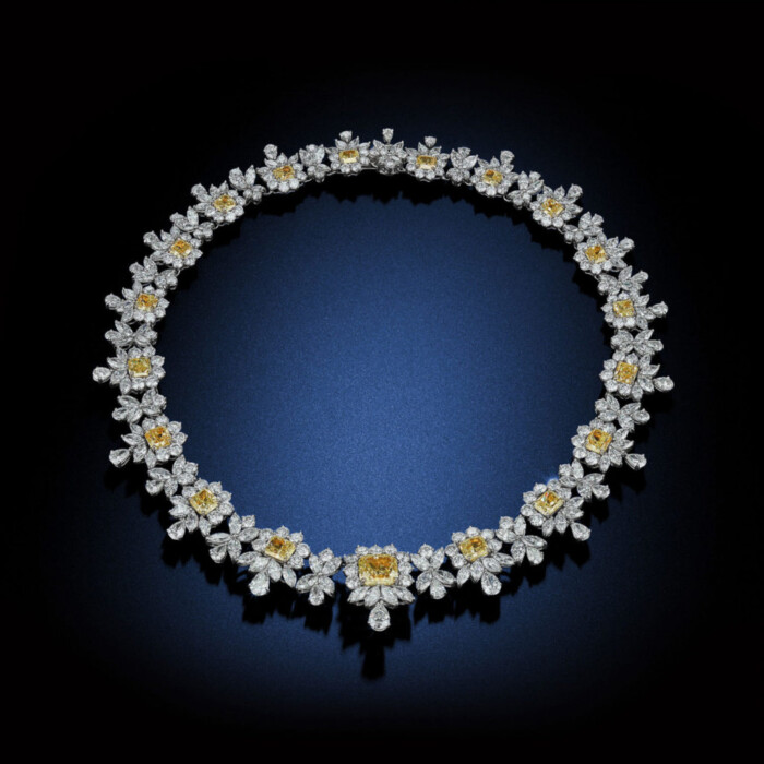 queen-elizabeth-hundred-carat-fancy-yellow-royal-diamond-flower-necklace