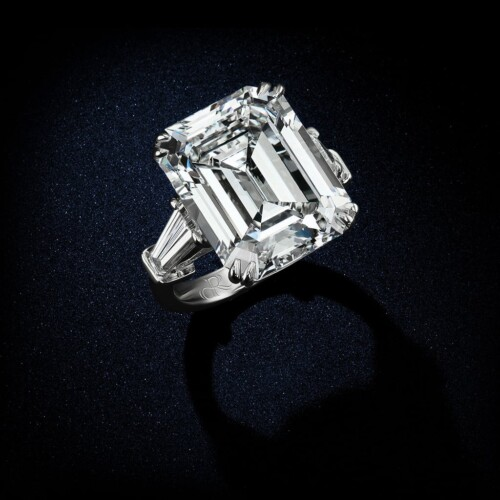 large-emerald-cut-diamond-ring-in-platinum