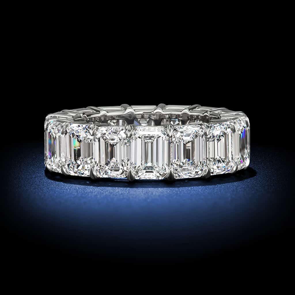 emerald-cut-diamond-platinum-eternity-wedding-band
