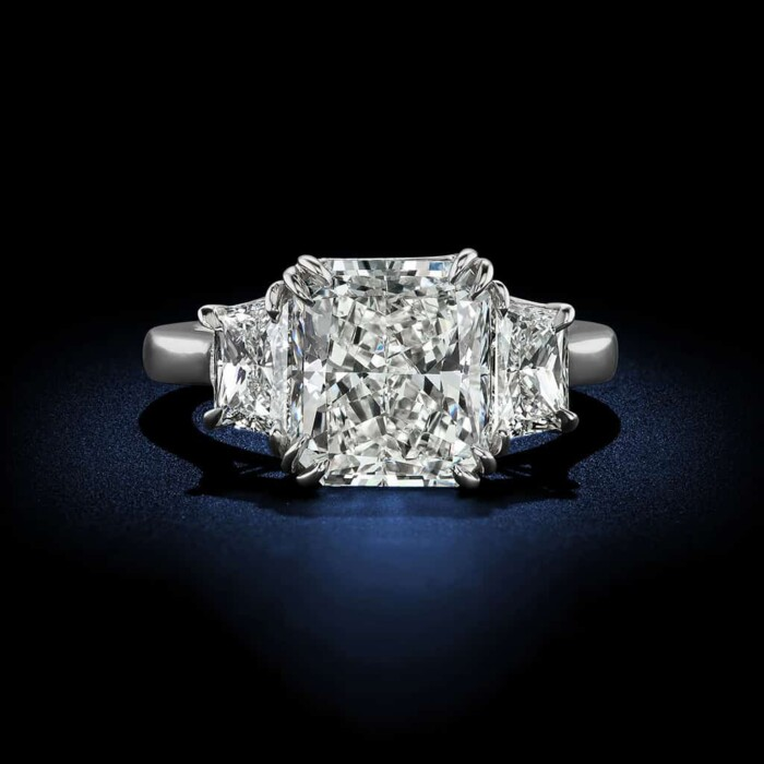 radiant-cut-diamond-engagement-ring