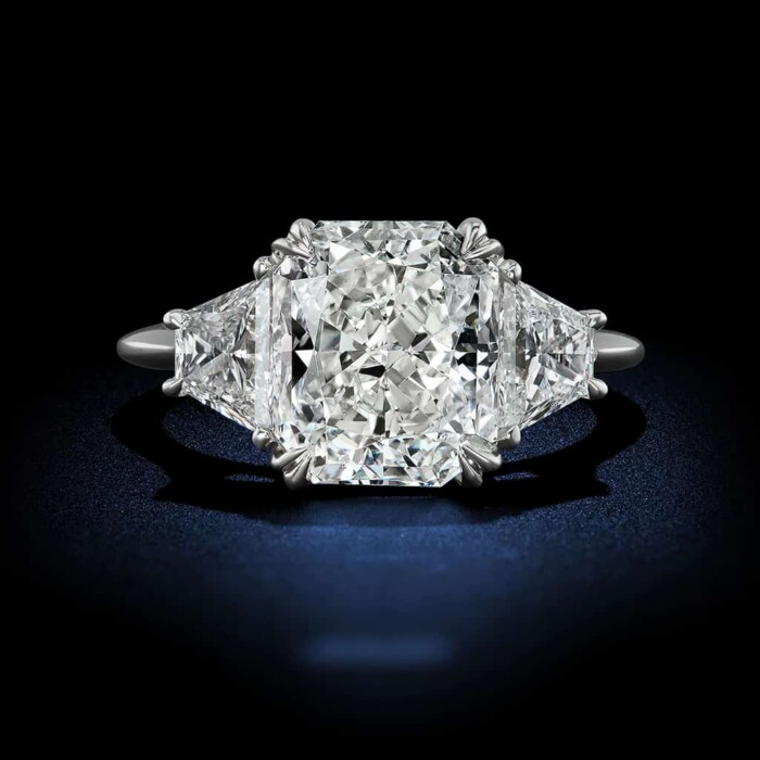 radiant-cut-diamond-engagement-ring-in-platinum